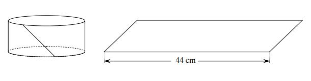 Po rozklejeniu ściany bocznej pudełka mającego kształt walca otrzymano równoległobok. Jeden z boków tej figury ma długość 44 cm, a jej pole jest równe 220 cm2. Oblicz objętość tego pudełka.